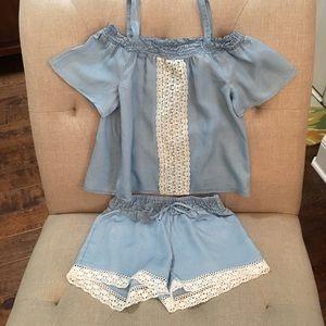 🎀Sassy Cute!! Blue & Cream Crop Top & Shorts